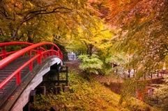 Röd bro i Ikaho Onsen, Gunma, Japan Arkivbilder