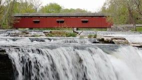 Röd bro och Whitewater ögla stock video