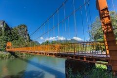 Röd bro på Vang Vieng, Laos Arkivfoto