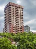 Röd-brunt byggnad i mitten av Kuala Lumpur Royaltyfri Fotografi