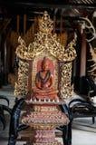 Röd Buddha snidit trä Royaltyfri Bild