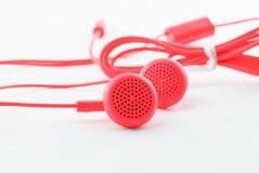 Röd bunden hörlurar Fotografering för Bildbyråer