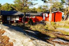 Röd bungalow royaltyfri bild
