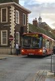 Röd buss England för central landsdel Arkivbild