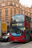 Röd buss för dubbel däckare i London Royaltyfri Fotografi