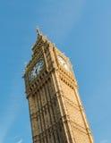 Röd buss framme av Big Ben - London - UK Royaltyfria Foton