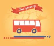 Röd buss på en gul bakgrund Royaltyfri Foto