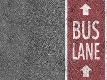 Röd bussfil på asfalt Royaltyfri Foto