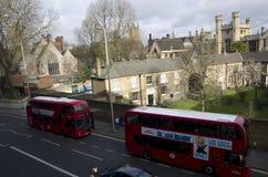 Röd busslondon för dubbel däckare slott Royaltyfri Foto
