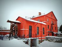 Röd byggnad, maler Byggt i århundradet XVIII Royaltyfri Foto