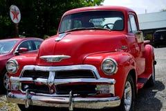 Röd Chevrolet lastbil 1950 Arkivfoton