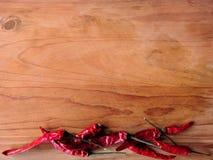 Röd chili på trä Arkivbilder
