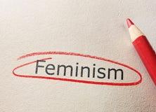 Röd cirkel för feminism arkivbilder