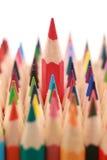 Röd crayon som plattforer ut från folkmassan Royaltyfri Fotografi