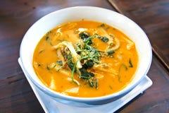 Röd curry för thailändsk mat med den lilla snigeln och C Royaltyfri Bild