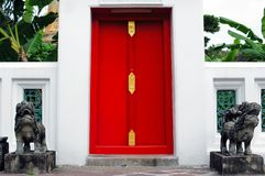 Röd dörr Royaltyfria Foton