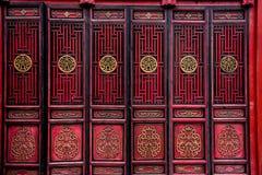 Röd dörr för traditionell kines arkivbilder