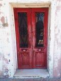 Röd dörr i burano Royaltyfria Bilder