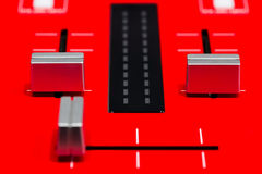 Röd discjockeyblandare Arkivfoto