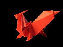 Röd drake för origami som isoleras på svart Royaltyfria Foton