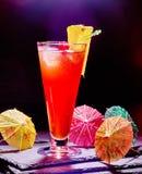Röd drink med körsbär och ananas 41 Arkivfoto