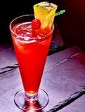 Röd drink med körsbär och ananas 56 Fotografering för Bildbyråer