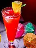 Röd drink med körsbär och ananas 68 Royaltyfria Bilder