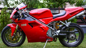 Röd Ducati 996s motorcykel Royaltyfri Foto