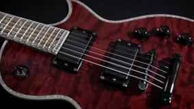 Röd electro gitarrlek vaggar musikinstrumentet stock video