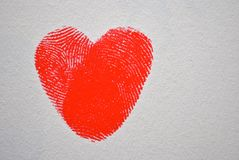Röd fingeravtryckhjärta royaltyfri bild