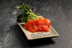 Röd fisk på en vit platta Royaltyfri Bild