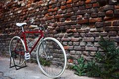 Röd Fixie cykel Royaltyfri Foto