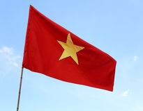 röd flagga av VIETNAM med stort gult vinka för stjärna Arkivfoto