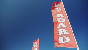 Röd flagga med ett inskriftflugabräde Advertizing av vattensportar på stranden stock video