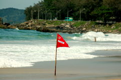 Röd flagga - simning förbjudas Fotografering för Bildbyråer