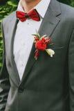 Röd fluga av brudgummen Arkivfoto
