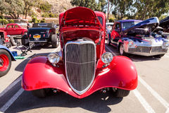 Röd 1933 Ford 40 sedan Royaltyfri Fotografi