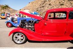 Röd 1933 Ford 40 sedan Arkivfoto