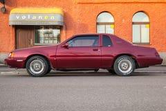 Röd Ford Thunderbird nionde utveckling, sida Royaltyfria Foton