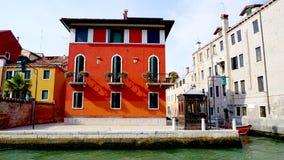 Röd forntida husbyggnad Royaltyfri Fotografi