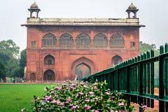 Röd fortingångsport i New Delhi Arkivfoto