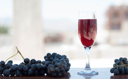 Röd fruktsaft med druvor Fotografering för Bildbyråer
