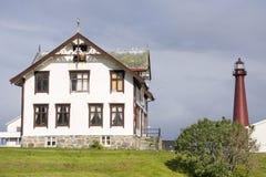 Röd fyr i Andenes i Lofoten i Norge royaltyfri foto