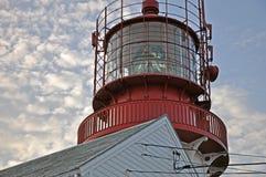 Röd fyr på kusten av sydliga Norge Royaltyfri Foto