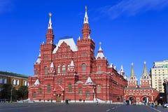 röd fyrkant för historiskt moscow museum Arkivfoto