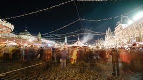 Röd fyrkant på julnatt moscow Time-varvar stock video