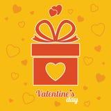 Röd gåvaask på den gula bakgrunden Gåva för dag för valentin` s Vec arkivfoton