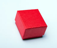 Röd gåvaask - på vit Arkivbilder