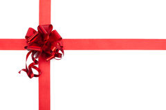 Röd gåvabandpilbåge av skina tyg Royaltyfri Fotografi