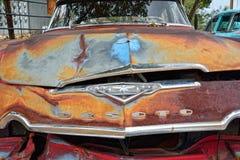 Röd gammal övergiven Desoto bil Royaltyfri Foto